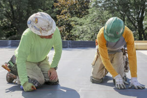 https://royal-roofing.com/wp-content/uploads/2021/08/royal-roofing-thumbnail031-2021-300x200.jpg